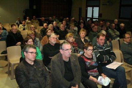 Les habitants des 4 communes lors de la réunion publique (Source l'Indépendant)